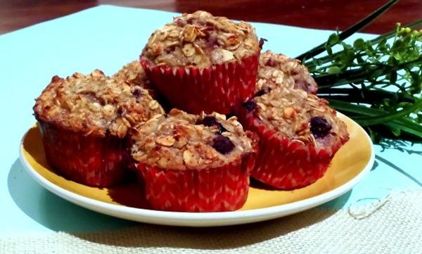natviamuffins9 thumb Flourless Banana Berry Oatmeal Muffins + A Sweet Natvia Giveaway!