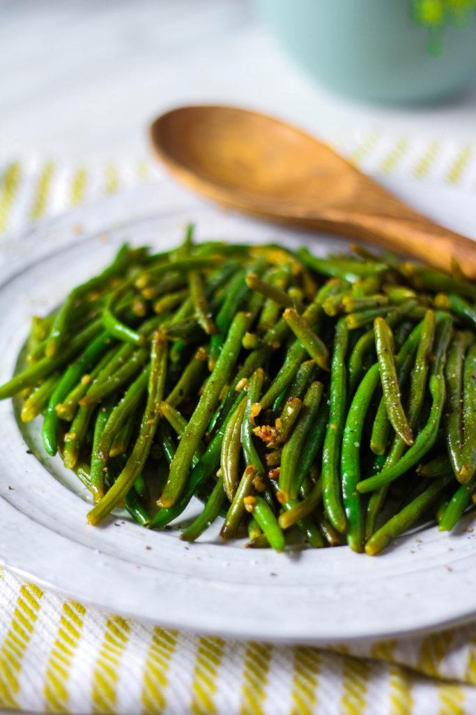 How To Make: Sauteed Garlic Green Beans | Zen & Spice