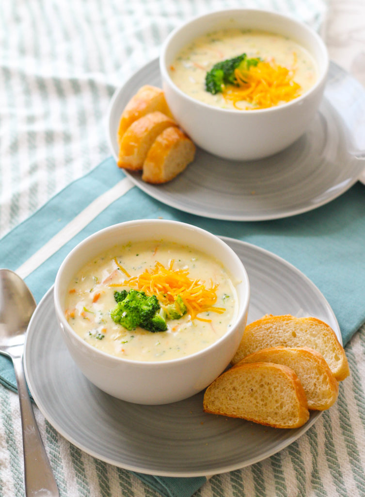 Copycat Panera Broccoli Cheddar Soup | Cheesy broccoli soup | Quick weeknight soup