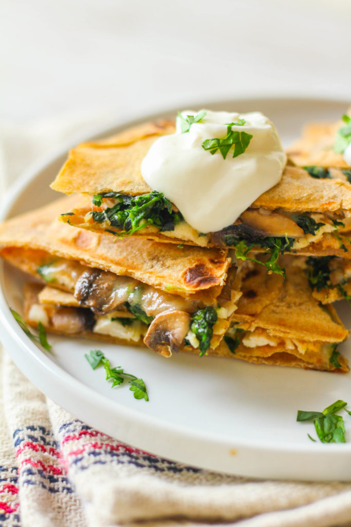 Spinach & Mushroom Chicken Quesadilla | Easy Quesadilla recipe | Whole wheat tortilla | Whole wheat quesadilla