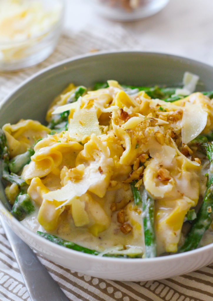 Cheese tortellini | walnuts | roasted asparagus | creamy parmesan sauce | Springtime pasta dish