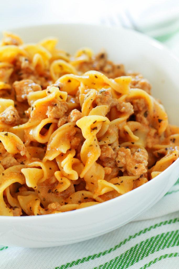 Easy Cheesy Turkey Pasta Dinner | Homemade hamburger helper | Healthier hamburger helper | Turkey pasta | Cheesy pasta | Healthy cheesy pasta | Egg noodles
