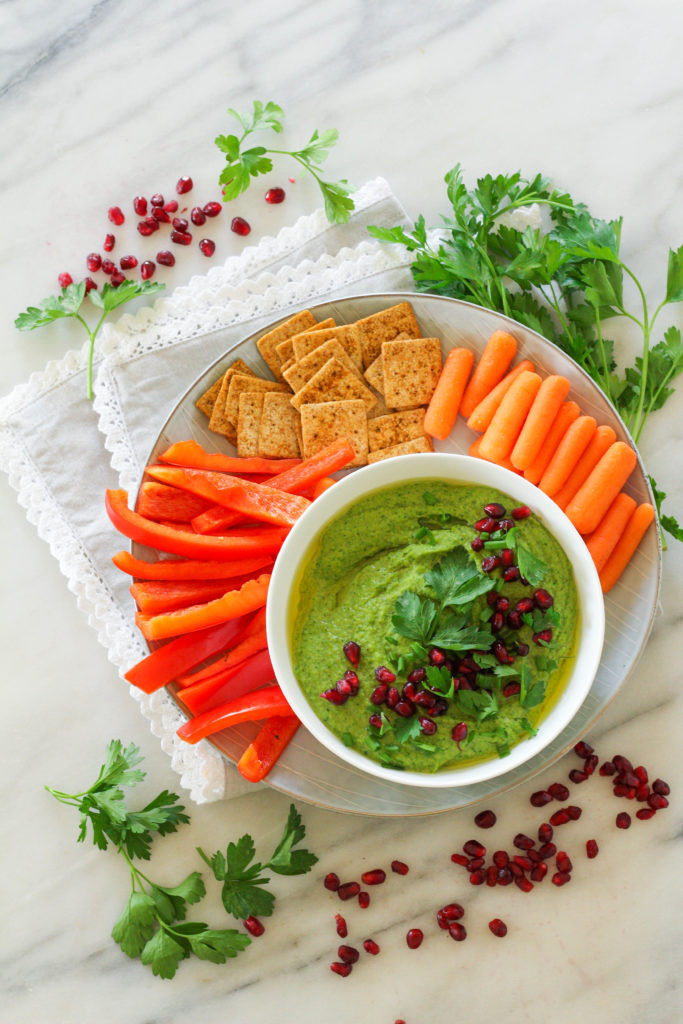 Roasted Garlic & Spinach Holiday Hummus | Spinach hummus | Roasted garlic | Party appetizer