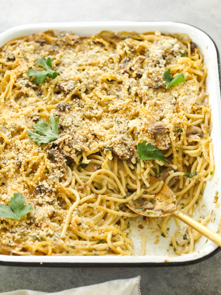 A comforting baked spaghetti dish with a creamy mushroom sauce, loaded with savory fresh mushrooms and herbs, tender spaghetti noodles and topped with cheesy and crunchy panko breadcrumbs.