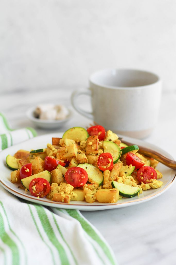Tofu scramble with tomatoes and zucchini